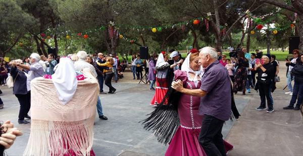 Si todavía no has aprendido, aprende a bailar un chotis en San Isidro/Facebook