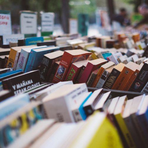 UNA EDICIÓN ECO, POR LA MUJER Y BOOKTUBERS: ESO ES LO QUE NOS ESPERA EN LA FERIA DEL LIBRO