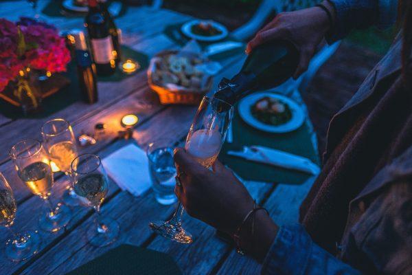 Restaurantes a oscuras: una experiencia gastronómica para potenciar los sabores
